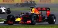 Ricciardo estuvo en tierra de nadie después de adelantar a Pérez - LaF1
