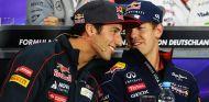 Daniel Ricciardo junto a Sebastian Vettel