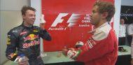 Vettel y Kvyat discutieron en la antesala del podio - LaF1