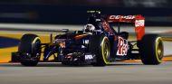 Daniil Kvyat durante el GP de Singapur de 2015 con Toro Rosso - LaF1