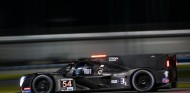 Nissan lidera los entrenamientos nocturnos de Daytona - SoyMotor.com