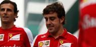Pedro de la Rosa y Fernando Alonso en una imagen de archivo - SoyMotor.com