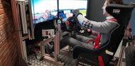 Pedro de la Rosa en un simulador SimTechPro - SoyMotor