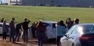 Un centenar de coches acaban en un barrizal por seguir Google Maps