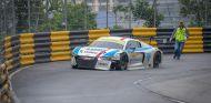 Lucas di Grassi tras impactar contra el muro en la carrera del domingo en Macao - SoyMotor
