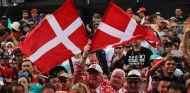 Aficionados con banderas danesas - SoyMotor.com