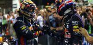 Sebastian Vettel y Mark Webber se saludan tras la carrera - LaF1