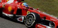 Fernando Alonso y su Ferrari en Shanghái - LaF1