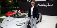 Domenicali durante un acto con Lamborghini