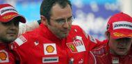 Stefano Domenicali y Felipe Massa en el GP de Brasil de 2008 – SoyMotor.com