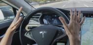 Dormido, a más de 120 kilómetros/hora y con el Autopilot activado - SoyMotor.com