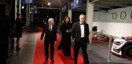 Bernie Ecclestone y Chase Carey en la gala de la FIA - SoyMotor