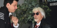 Ecclestone, posible mediador entre Daimler y Liberty Media - SoyMotor.com