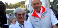 Bernie Ecclestone y Ron Dennis durante un GP en 2007 - LaF1