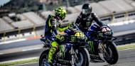 Valentino Rossi y Lewis Hamilton en Valencia - SoyMotor.com