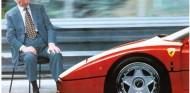 Enzo con su última creación en vida, el mítico Ferrari F40 - SoyMotor.com