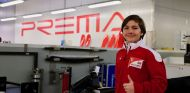 Enzo Fittipaldi con los colores de Ferrari en la fábrica de Prema - SoyMotor.com