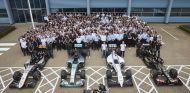 Foto de familia de los equipos motorizados de Mercedes, ¿el futuro de Aston Martin? - LaF1