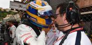 Marcus Ericsson habla con su ingeniero en Mónaco –SoyMotor.com