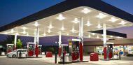 Tres empleados de una gasolinera acusados de estafar a 206 clientes - SoyMotor.com