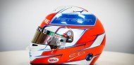Ocon presenta su casco 2021 con los colores de la bandera francesa -SoyMotor.com