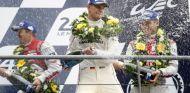 Nico Hülkenberg, Nick Tandy y Earl Bamber, vencedores de Le Mans 2015 - LaF1