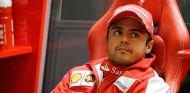 Felipe Massa en el box de Ferrari - LaF1