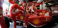 Felipe Massa se baja de su Ferrari en Japón - LaF1