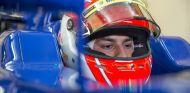 Felipe Nasr subido en el Sauber durante los test de Jerez - LaF1