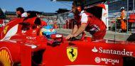 Fernando Alonso en el pit lane de Corea - LaF1