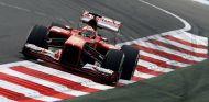Fernando Alonso y su F138 en la India - LaF1