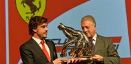 Fernando Alonso junto a Pierro Ferrari, hijo de Enzo - LaF1