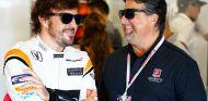 Fernando Alonso y Michael Andretti en Austin - SoyMotor.com