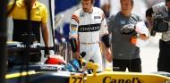 Fernando Alonso observa a Nico Hülkenberg en el GP de Canadá 2017 - SoyMotor.com