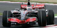 Fernando Alons con el McLaren MP4-22 de 2007 - LaF1