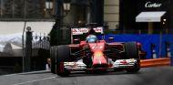 Fernando Alonso en las calles del Principado con su Ferrari - LaF1