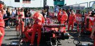 Revisiones en el coche de Vettel antes de la carrera en Japón - SoyMotor.com