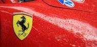 Logo de Ferrari en Le Mans - SoyMotor.com