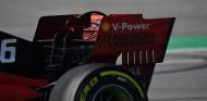Detalle del alerón trasero del Ferrari SF90 - SoyMotor