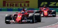 Vettel y Räikkönen durante un Gran Premio esta temporada - SoyMotor