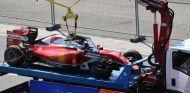 Así quedó el coche de Vettel tras los choques de Kvyat - LaF1