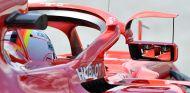 Montaje de Ferrari de los espejos en Barcelona - SoyMotor.com