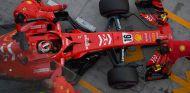 Charles Leclerc prueba en Yas Marina - SoyMotor.com