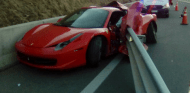 'Estampa' su Ferrari, lo abandona y huye en moto - SoyMotor.com