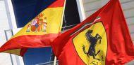 Las banderas de España y Ferrari juntas –SoyMotor.com
