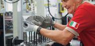 Video del montaje del motor V8 de Ferrari de calle -SoyMotor