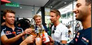 Button celebra sus 300 Grandes Premios en compañía de los pilotos - LaF1
