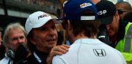 Emerson Fittipaldi y Fernando Alonso en Indianápolis - SoyMotor.com