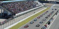 Carrera de la Fórmula V8 3.5 a punto de arrancar - SoyMotor