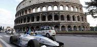 Lucas Di Grassi con el Formulec frente al Coliseo de Roma - SoyMotor.com